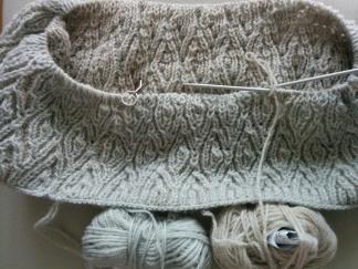Brioche cowl gray-beige